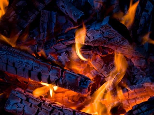 Brandend haardhout