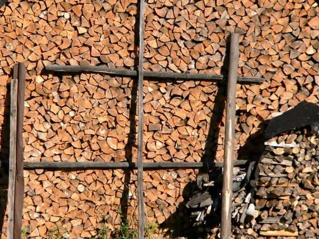 gestapeld-hout-640br-480hg